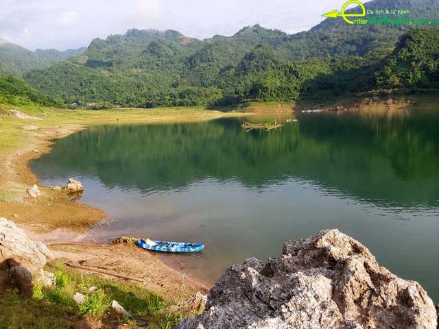 Du lịch ngắm cành đẹp lòng hồ Đà Bắc tỉnh Hòa Bình