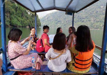 Thuê thuyền thăm quan hồ Ba Bể