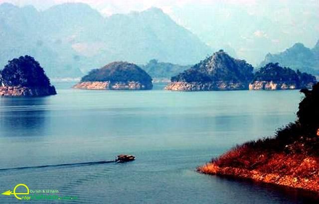 Cảnh đẹp lòng hồ Hòa Bình tại khu du lịch Đà Bắc