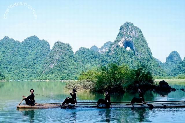 Du-lich-Cao-Bang-ho-thang-hen-Tra-Linh