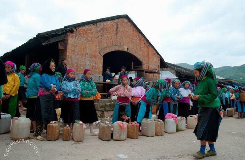 Du lịch khám phá chợ phiên Đồng Văn - Hà Giang